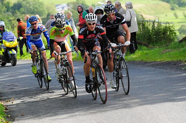Hawkins leads the breakaway on yesterday's stage 3 (Photo: www.velouk.net)