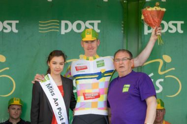 REPRO FREE***PRESS RELEASE NO REPRODUCTION FEE*** 2016 An Post Rás Stage 4, Dingle to Sneem 25/5/2016 Miss An Post Rás, Sneem Stephanie Burns and Race Director Tony Campbell with King of the Mountains Jersey Winner One4all, Brian McCrystal, ASEA Wheelworx Mandatory Credit ©INPHO/Morgan Treacy