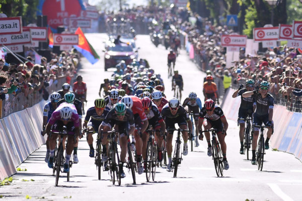 Video: Sam Bennett gets closer at Giro, but Gaviria too quick