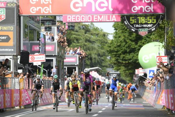 Video: Sam Bennett still chasing history after Giro sprint battle