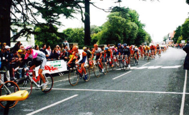 The 1998 Tour de France passes through Bray town centre