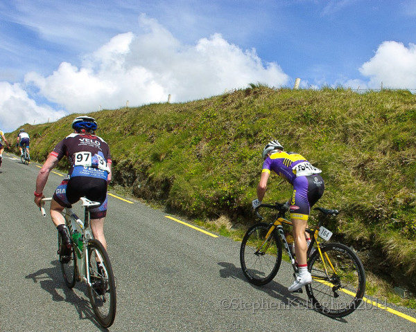 Matteo Cigala avoid getting dropped bike