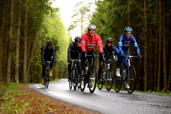 Cycling in a group etiquette rules