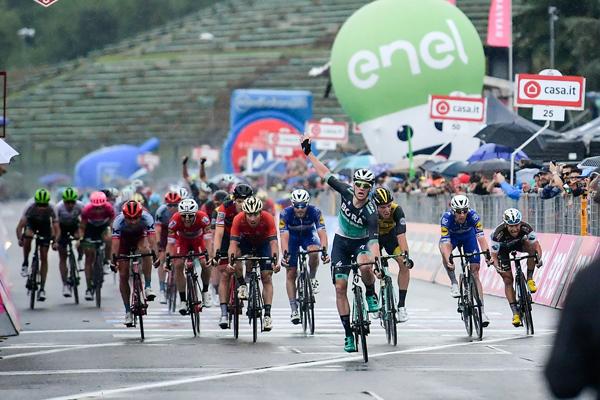 Sam Bennett wins stage 12 Giro d'Italia 2018