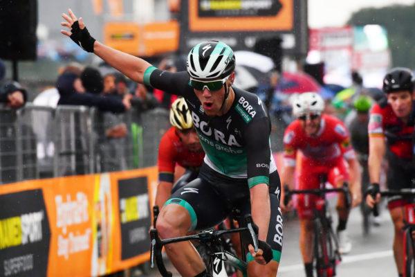 Video Sam Bennett Giro d'Italia stage 12 win 2018
