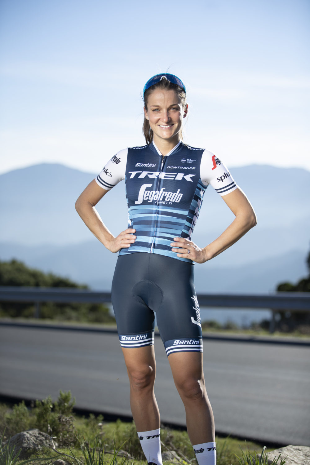 Mullen s and Deignan s Trek-Segafredo unveil new kit for 2019 ... b32b36b10